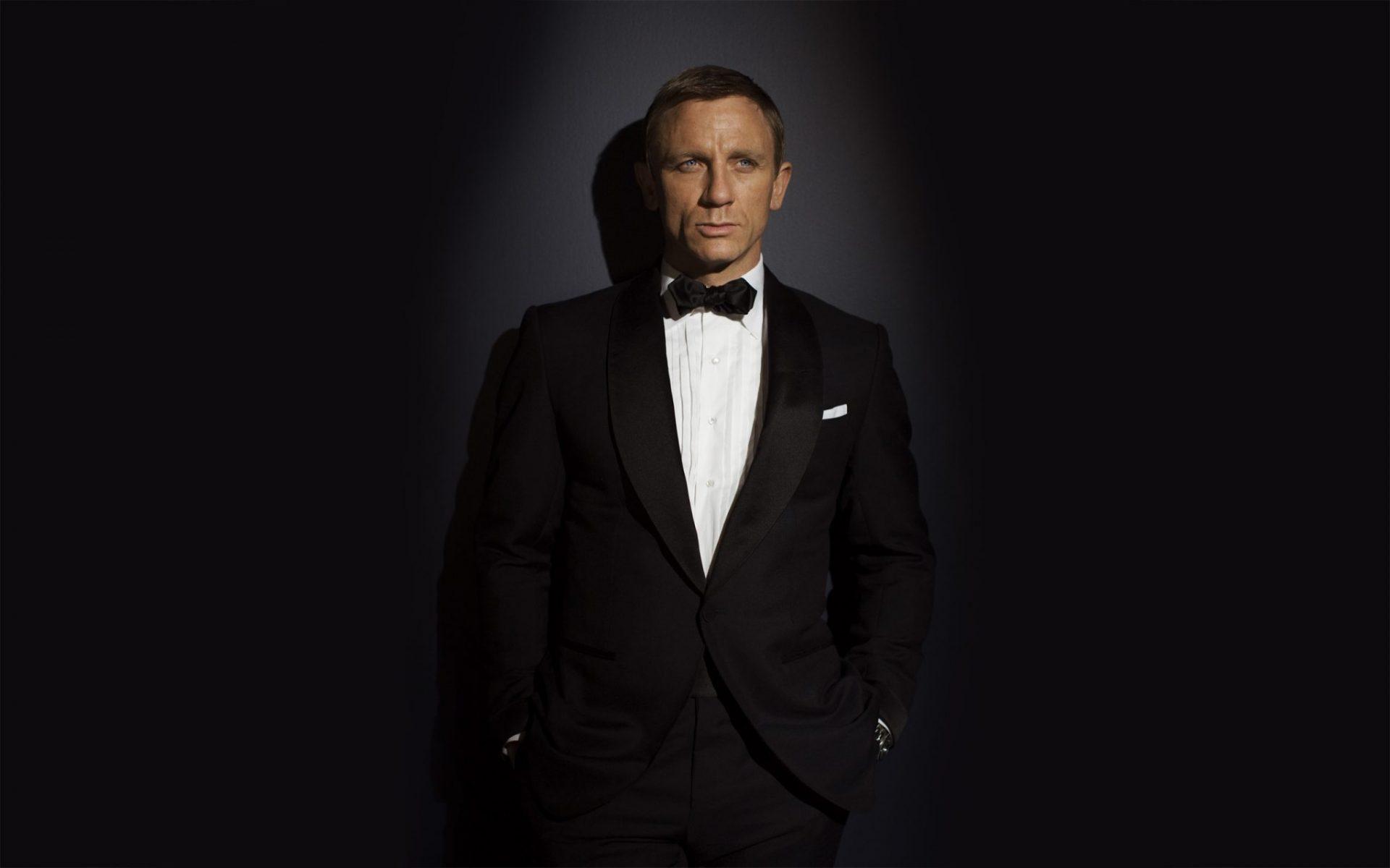 DANIEL CRAIG (James Bond) November 2006 PREMIERE the MOVIE MAGAZINE