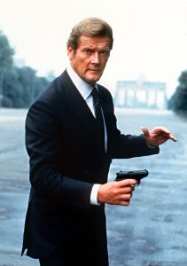 Roger Moore posing as James Bond near Brandenburg Gate in 1982 - Photo: EON Productions, Danjaq